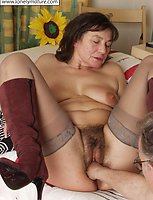 Mature babe let the guy fuck all her holes