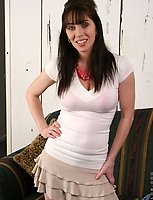 Stunning anilos cougar smiles while she flashes her tight bra and nice cleavage indoor