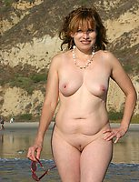 amateur outdoor exposing women