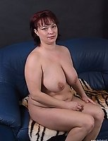 Big titted mature slut showing her luscious body