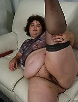 Big mature mama showing off her body