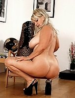 Big Nikki in naughty pussy play