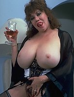 Big titted mama showing all her naughty goodies