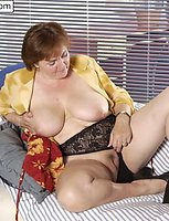 Mature plumper spread legs to touch herself