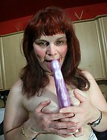 Kinky mature slut playing with her wet pussy